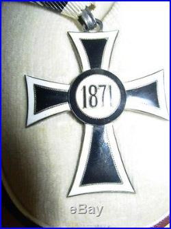Belle médaille en boite croix rouge autriche en boite en tbe