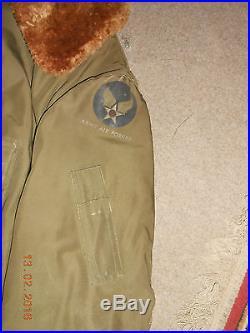 Blouson US ARMY AIR FORCES WWII + bouée de sauvetage datée 1943