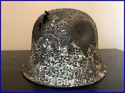 Casque allemand impacté WW2
