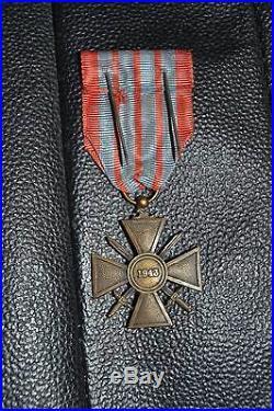 Croix de guerre datée de 1943 en bronze