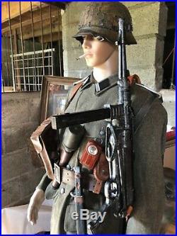 Mannequin allemand complet, casque, veste, pantalon, bottes, brelage, chargeur