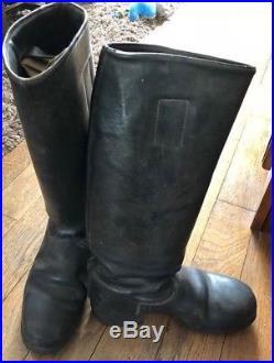 Une paire de bottes cuir noir allemand ww2 militaria 1939-1945. A clous