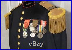 Vareuse de capitaine du génie modèle 1931 avec képi et décorations pendantes